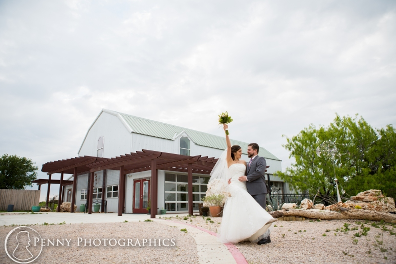 Wedding photos white barn at TerrAdorna in Manor, TX