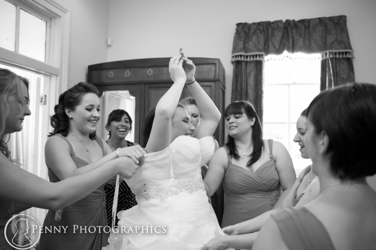 bride getting ready at the allanhouse in Austin, TX