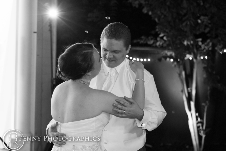 Couples last dance outside wedding reception at Allan house in Austin TX