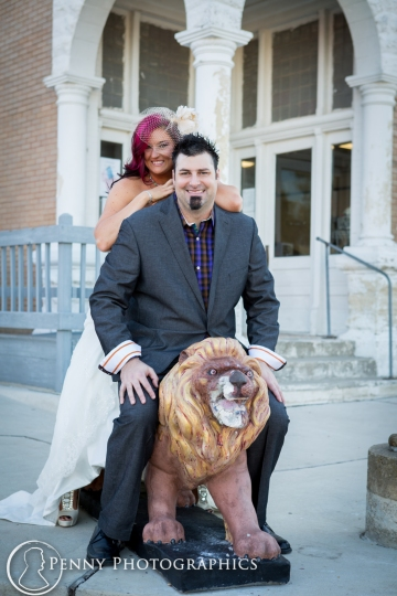 bride and groom on lion statue