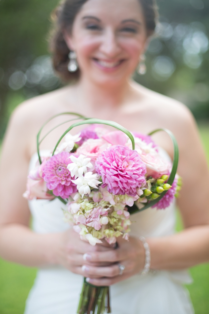 bride holding pink bouquet