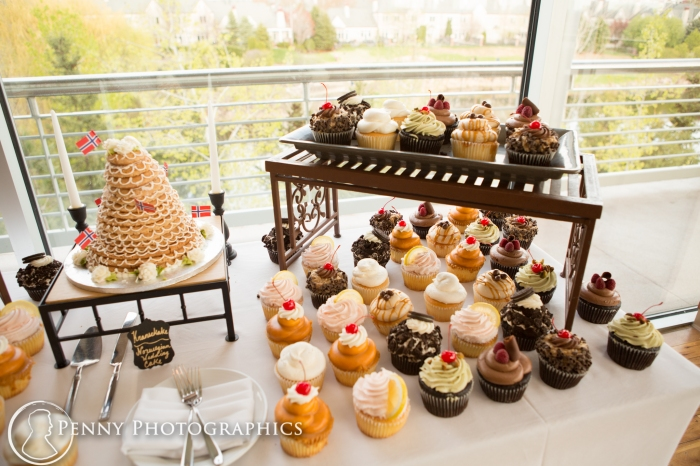 cupcakes instead of cake at reception