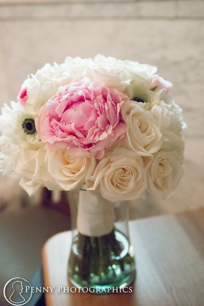 white and pink bouquet Minneapolisi