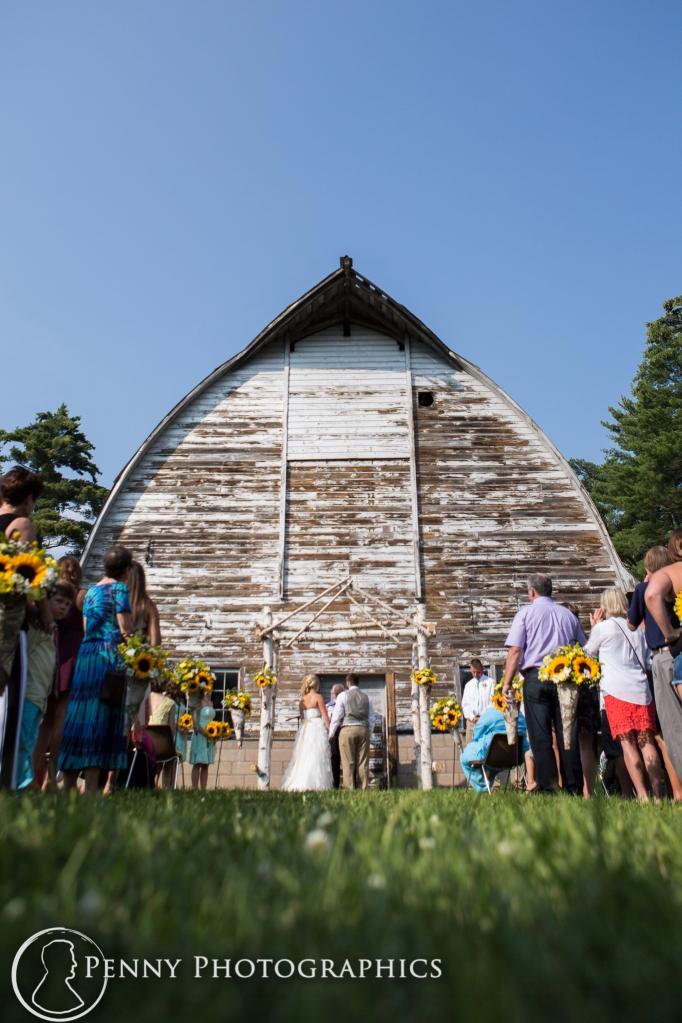 Outdoor barn wedding Minnesota photographer