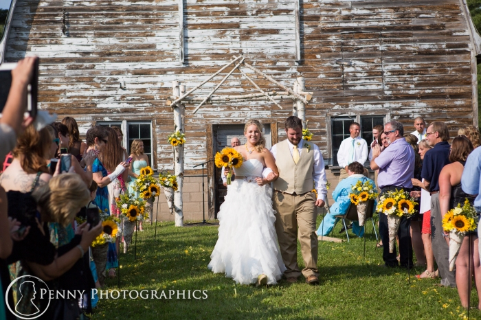 Outside barn wedding by Minnesota photographer