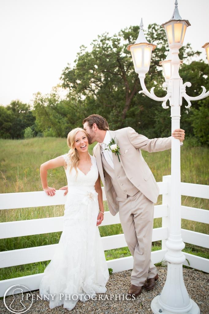 groom-hanging-lamp-post