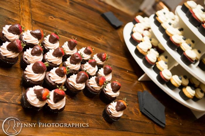 wedding-cupcakes-Green-Acres-Barn