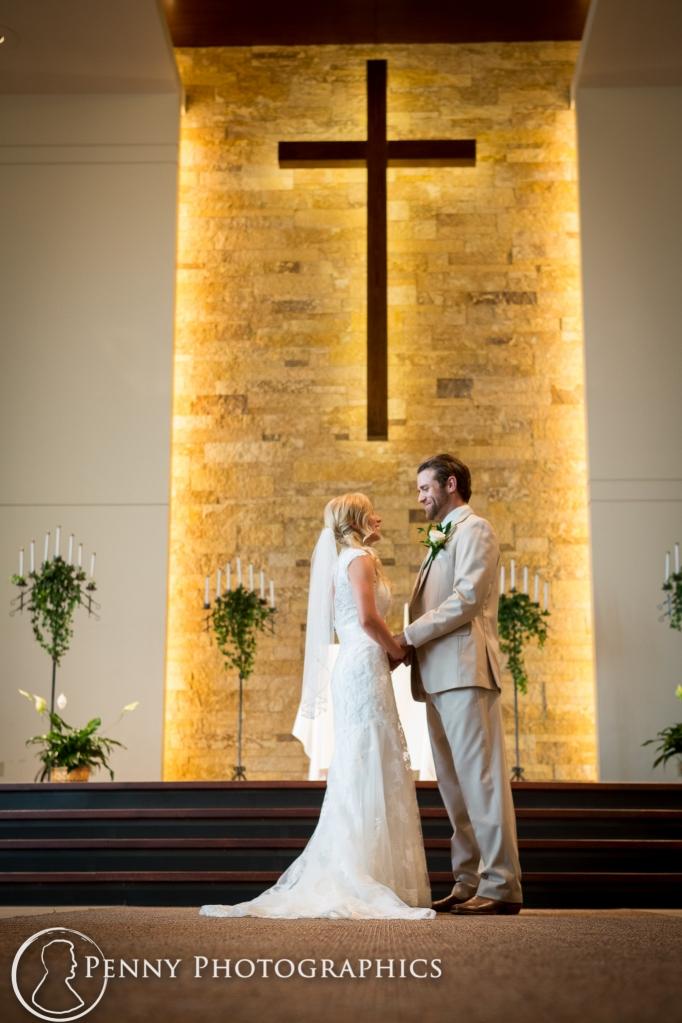 bride-groom-alter-under-cross