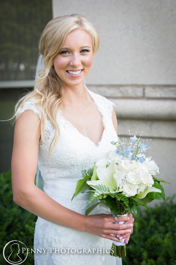 bride-holding-bouquet-outside