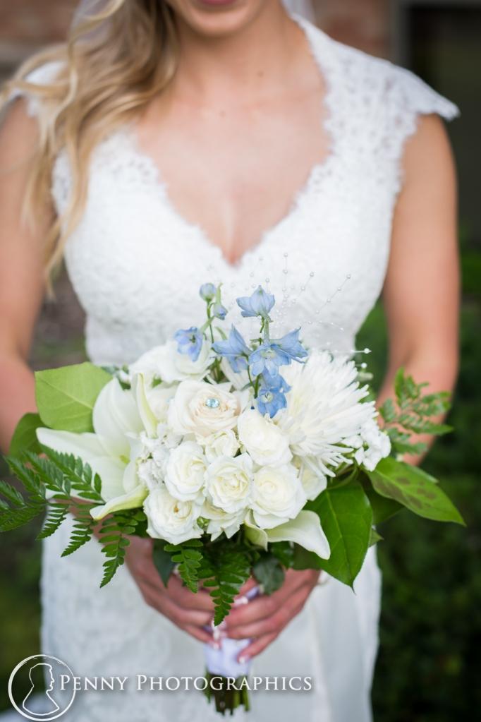 bridal-bouquet-outdoor