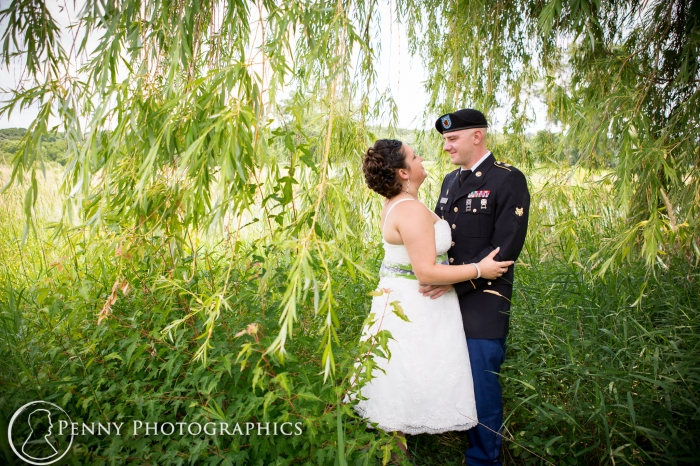 bride-groom-under-willow-tree